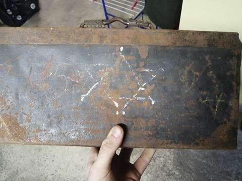 Marquage caisse mg a la peinture a identifier 13192410