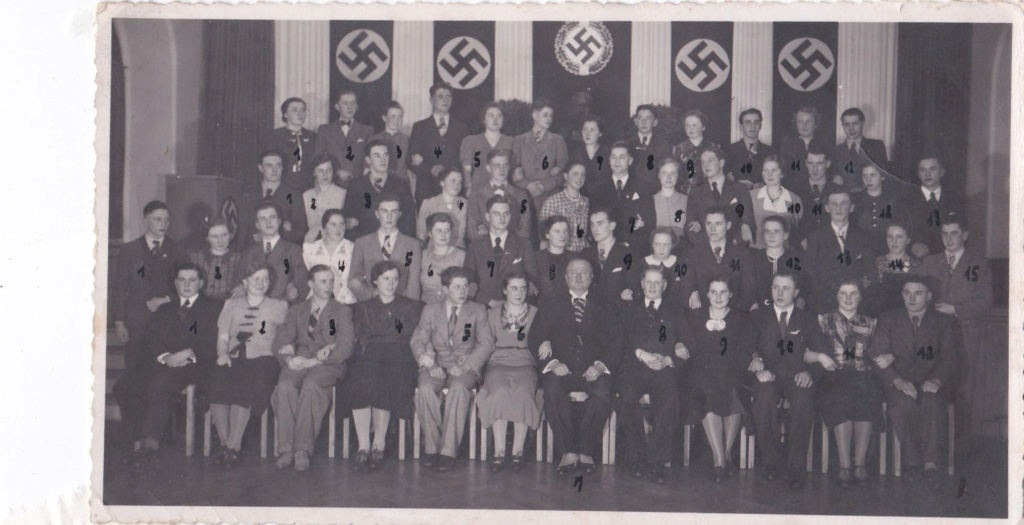 Identification groupe de bureaucrate allemands  ? Img_1155