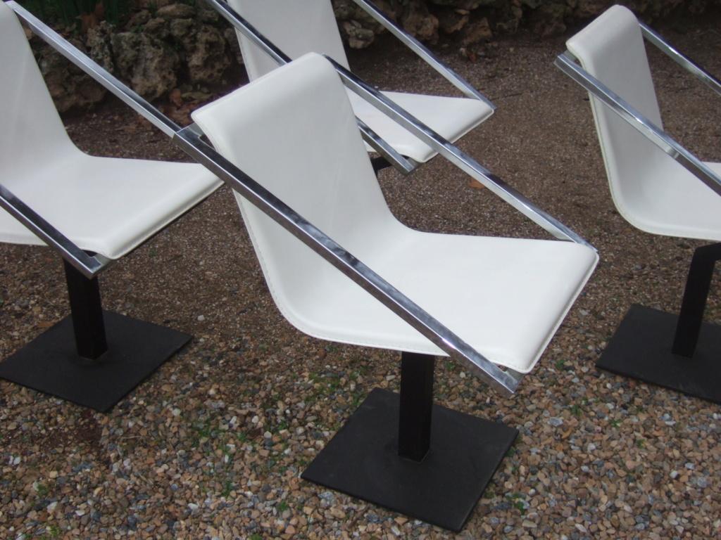 Un design en particulier pour ces chaises? Dscf1010