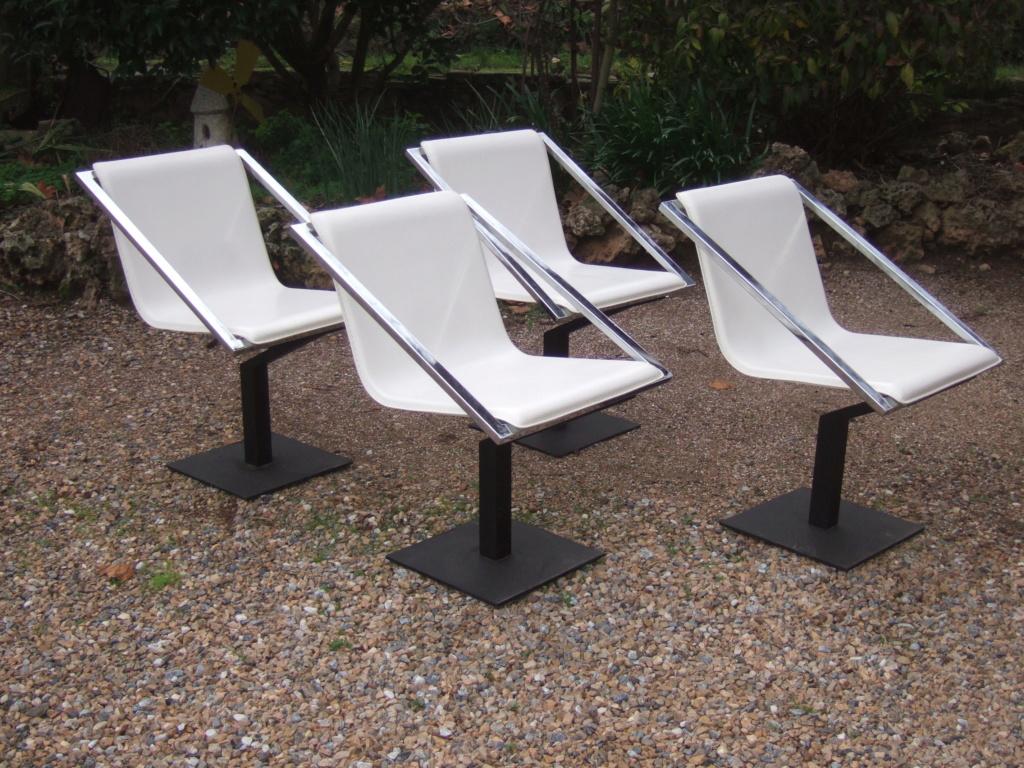 Un design en particulier pour ces chaises? Dscf1011