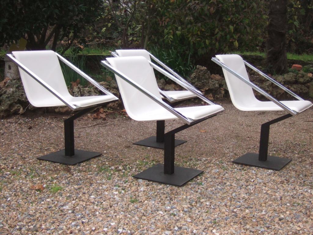 Un design en particulier pour ces chaises? Dscf1012