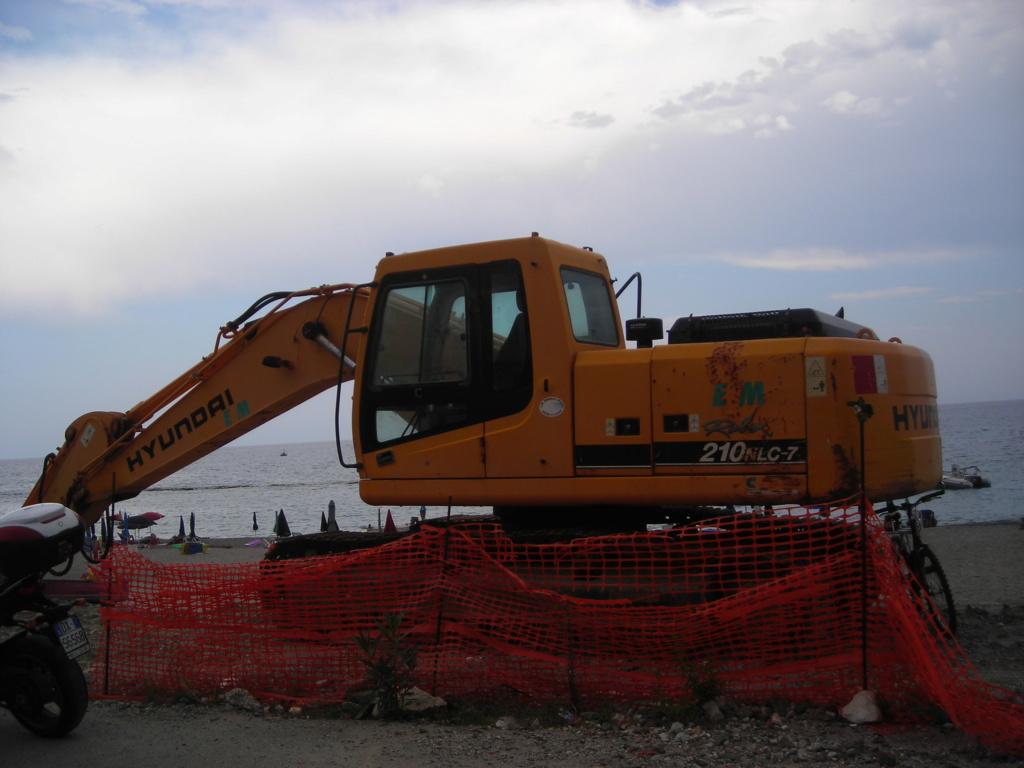 escavatore Hyundai serie HX Dscn4583