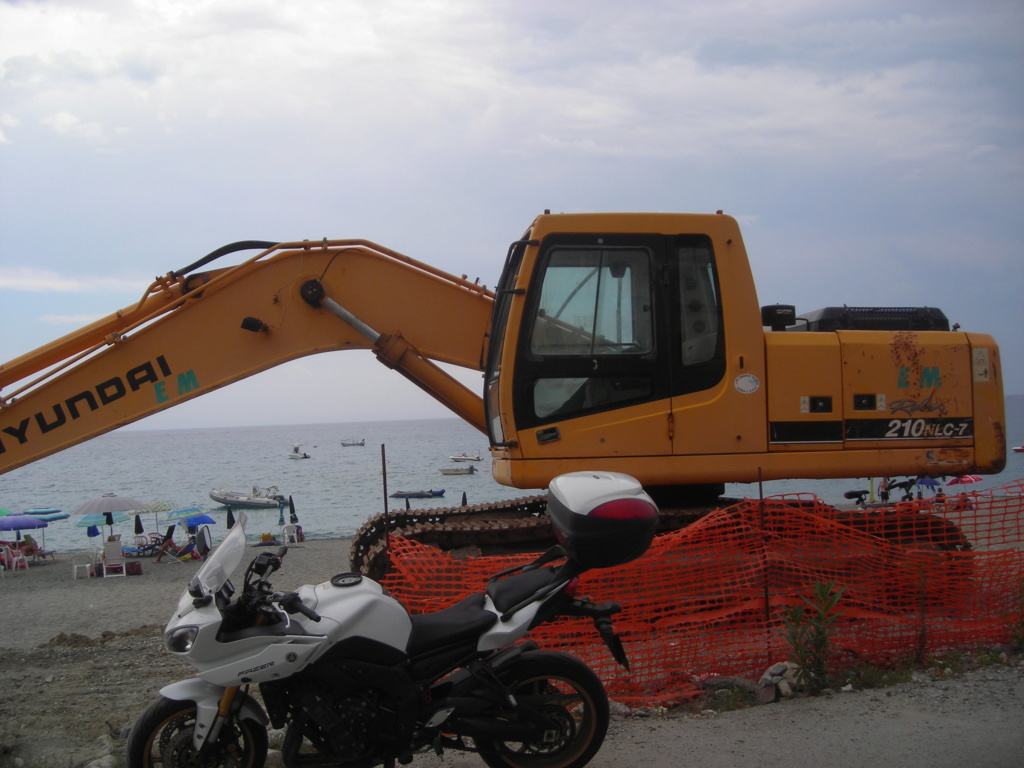 escavatore Hyundai serie HX Dscn4584