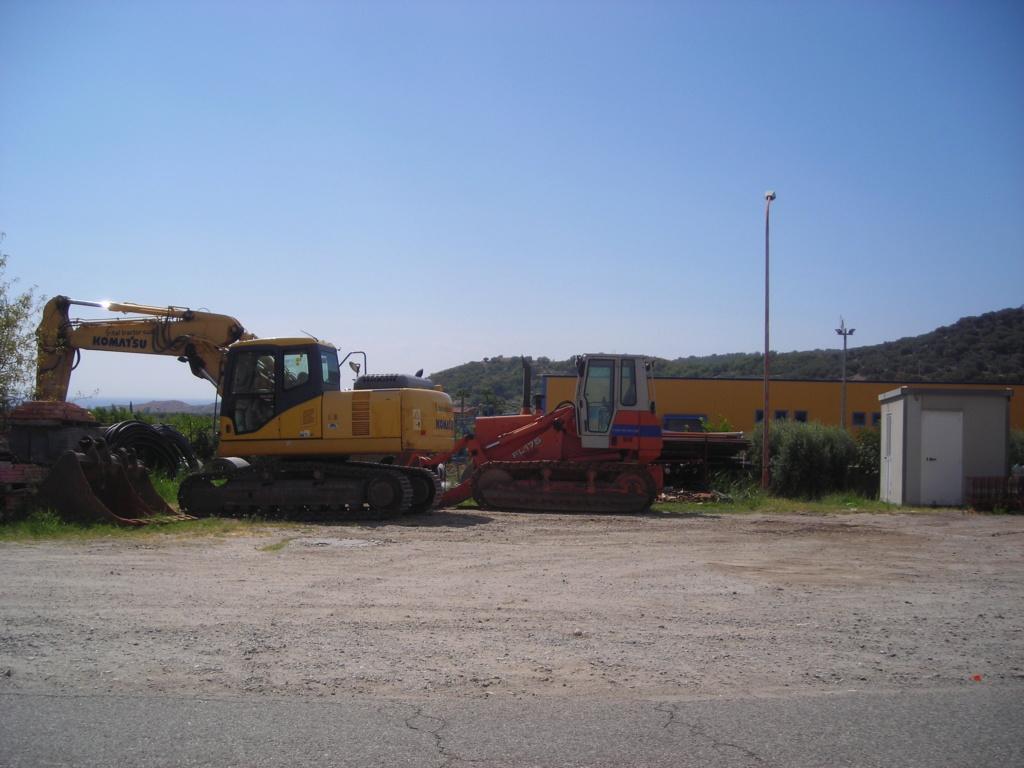 escavatore Hyundai serie HX Dscn4585
