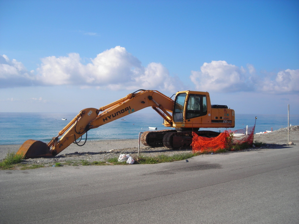 escavatore Hyundai serie HX Dscn4719