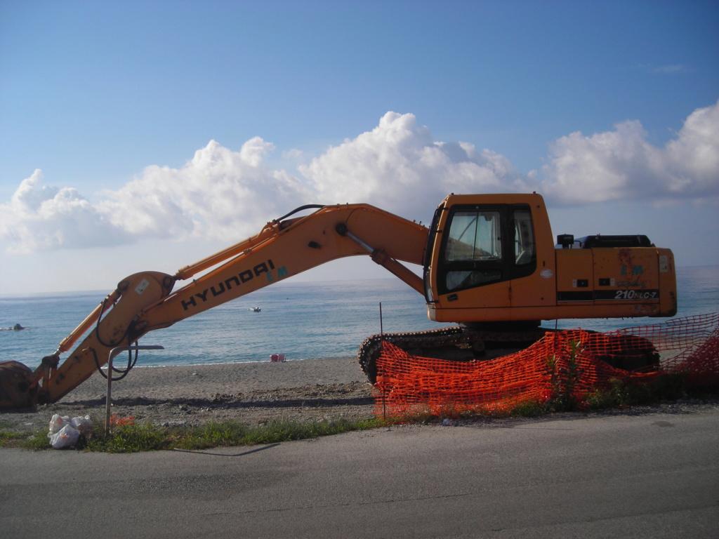 escavatore Hyundai serie HX Dscn4720