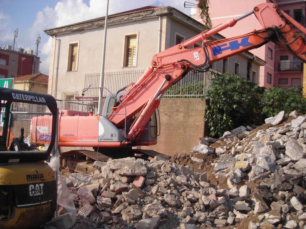 escavatori - Pagina 3 Dscn4827