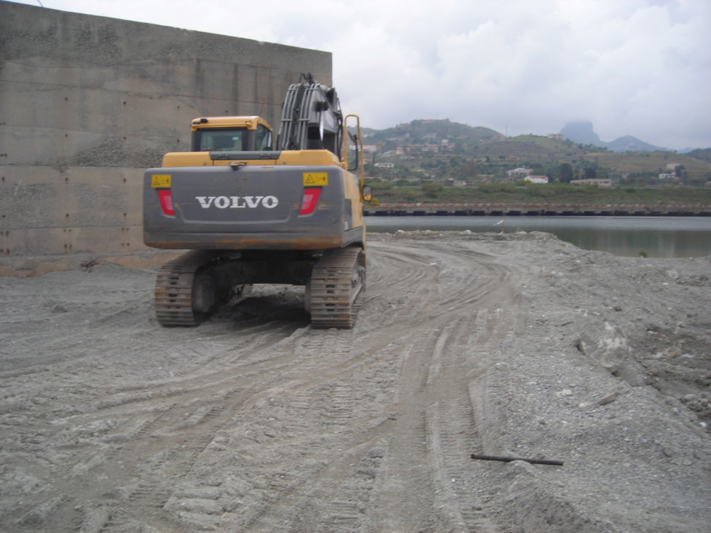 escavatore volvo Ec 235 D Dscn4991