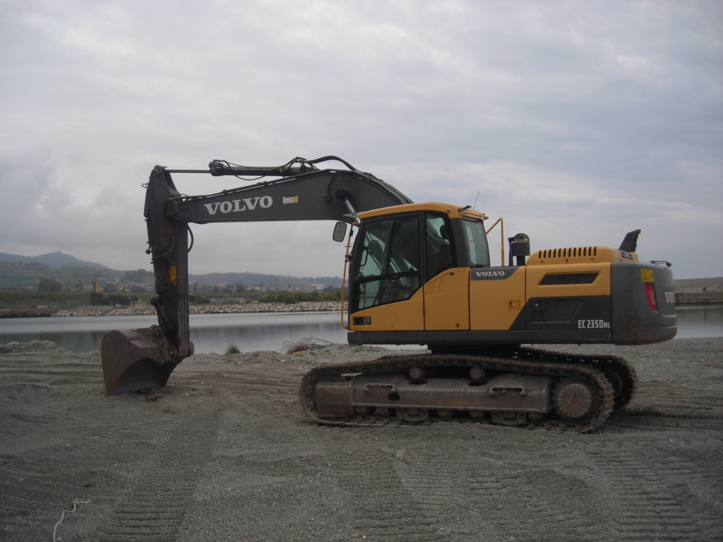 escavatore volvo Ec 235 D Dscn4992
