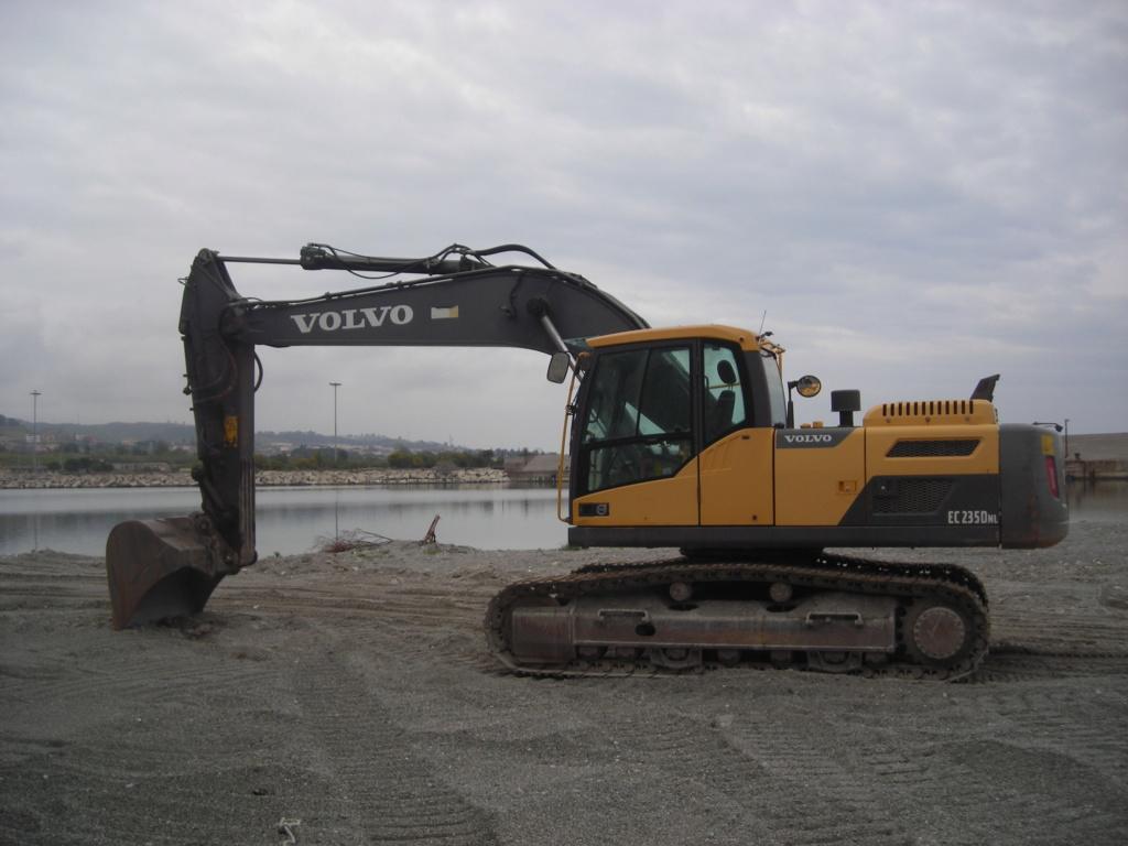 escavatore volvo Ec 235 D Dscn4993