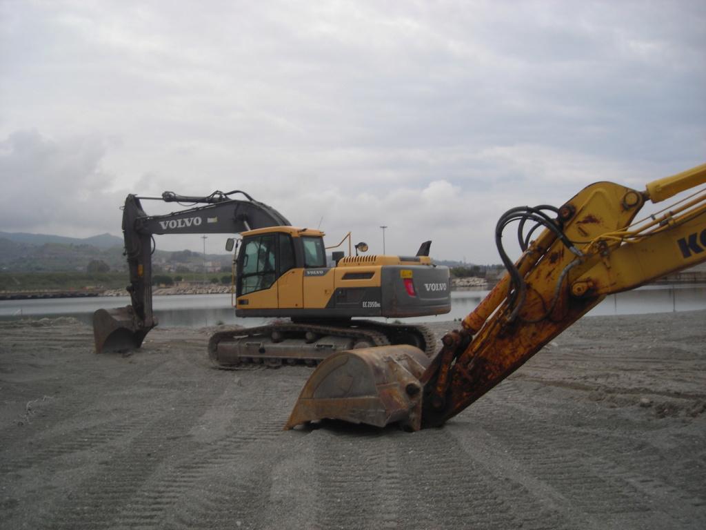 escavatore volvo Ec 235 D Dscn4994