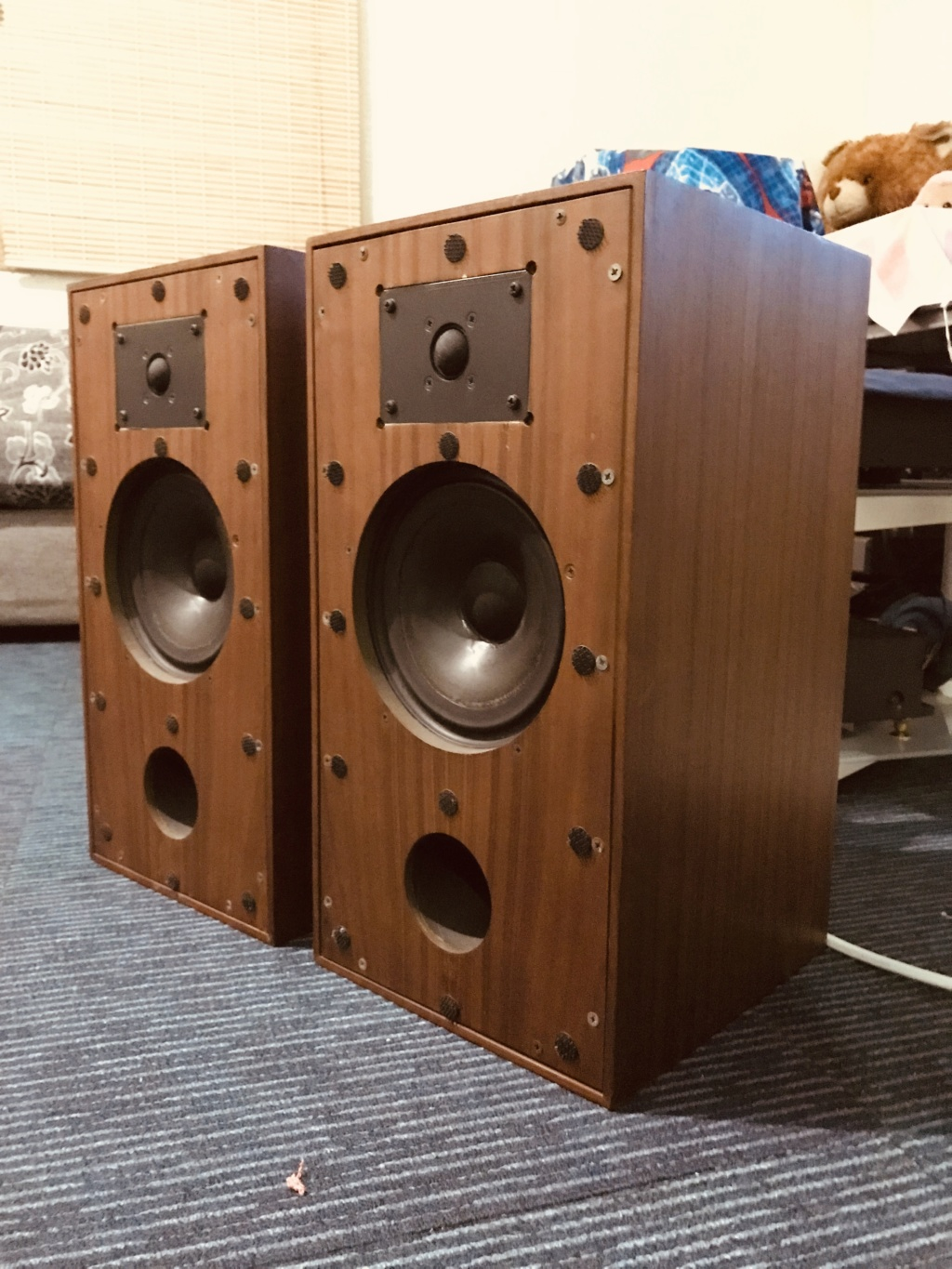 Spendor SA2 loudspeakers  B7d85910