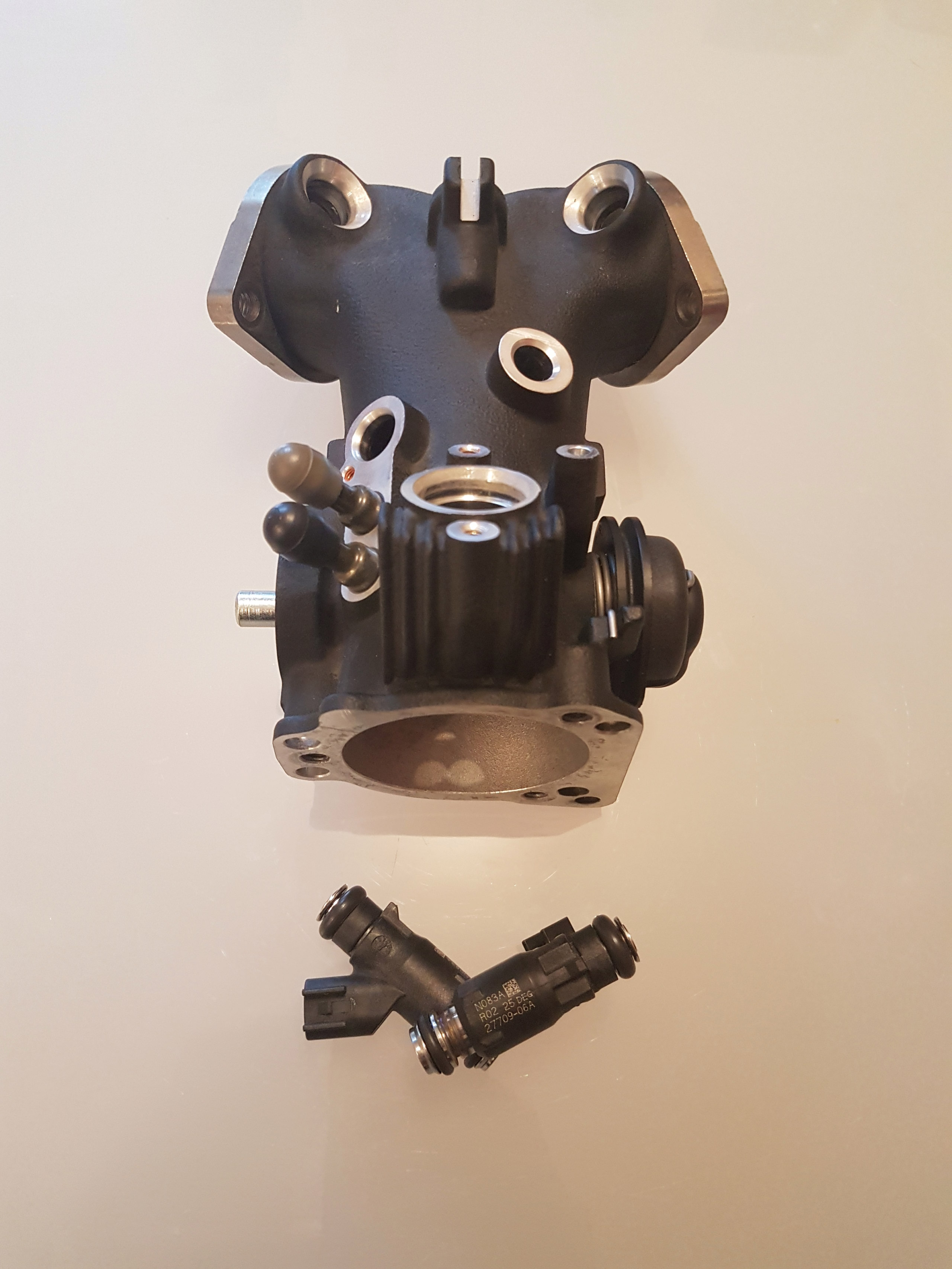 Cylindres 103 et boitier papillon/VENDU 1_boit10
