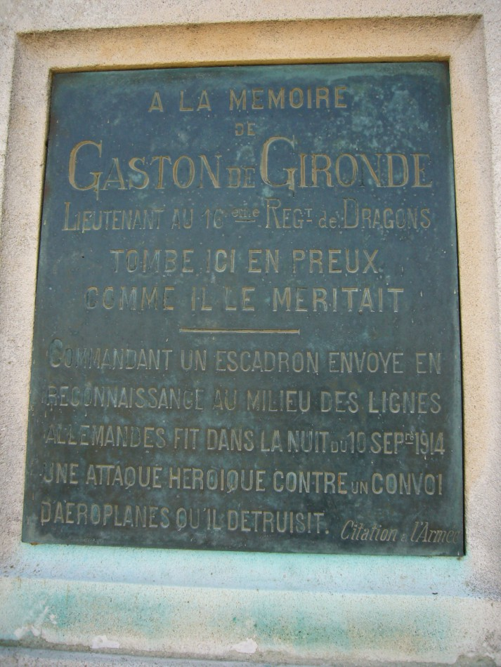 L'héroïque exploit des dragons de Gironde * dans la nuit du  10 septembre 1914  (* Gironde est le nom du lieutenant Gironde) Stele10