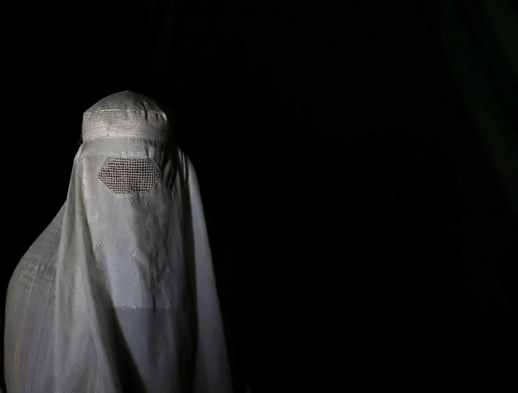 Femmes Afghanes..à vous coller les larmes aux yeux.... Une-af10