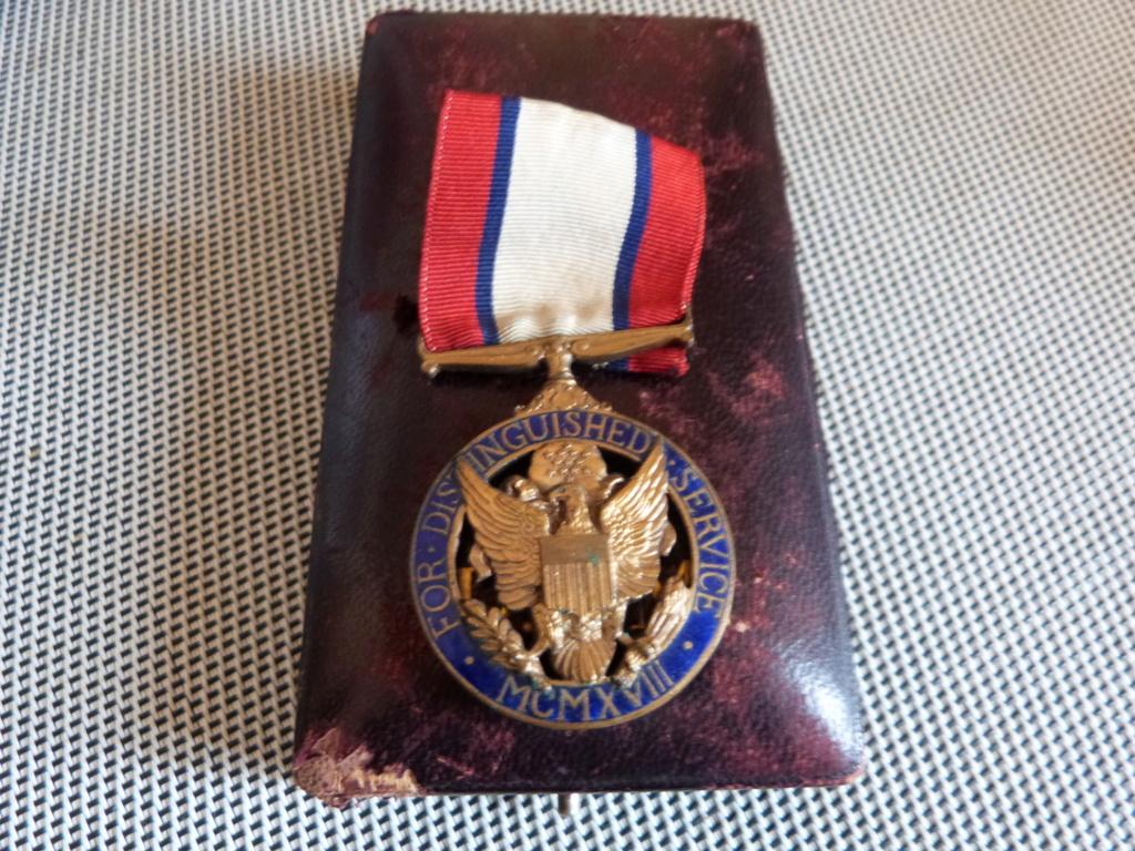 médailles us et allemande a identifier  P1180110