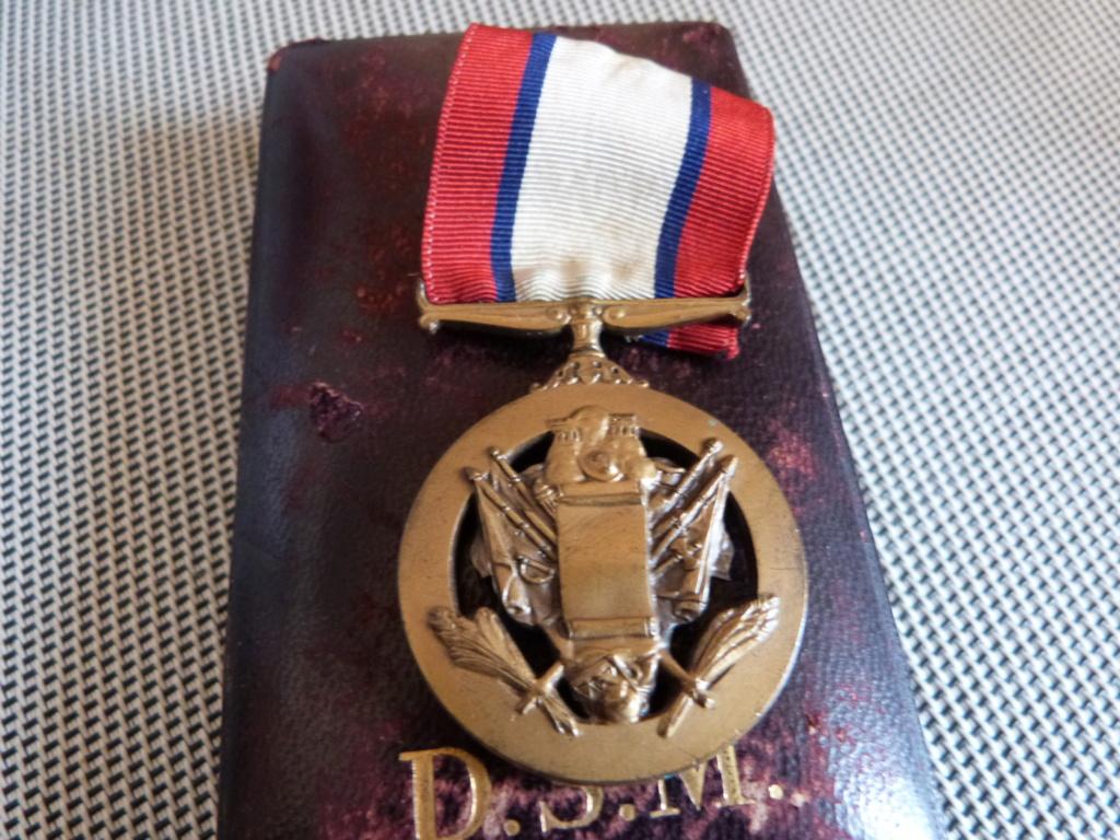 médailles us et allemande a identifier  P1180111