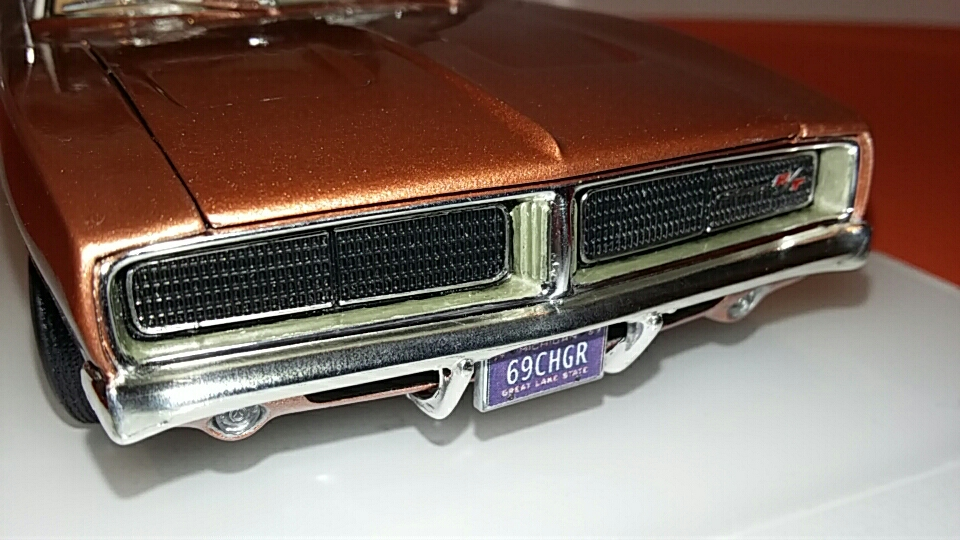 1969 Dodge Charger R/T (white on bronze) 20181122