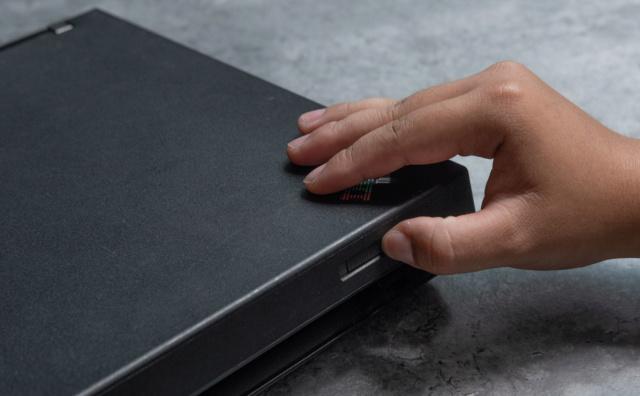 Những thứ xưa là tiêu chuẩn nhưng giờ đã biến mất trên laptop 50736010