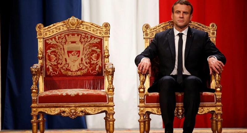 politique - Marie-Antoinette dans la politique actuelle - Page 32 Macron10
