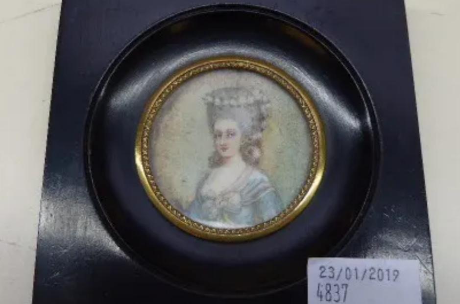 A vendre: miniatures de Marie Antoinette? - Page 8 Zducre21