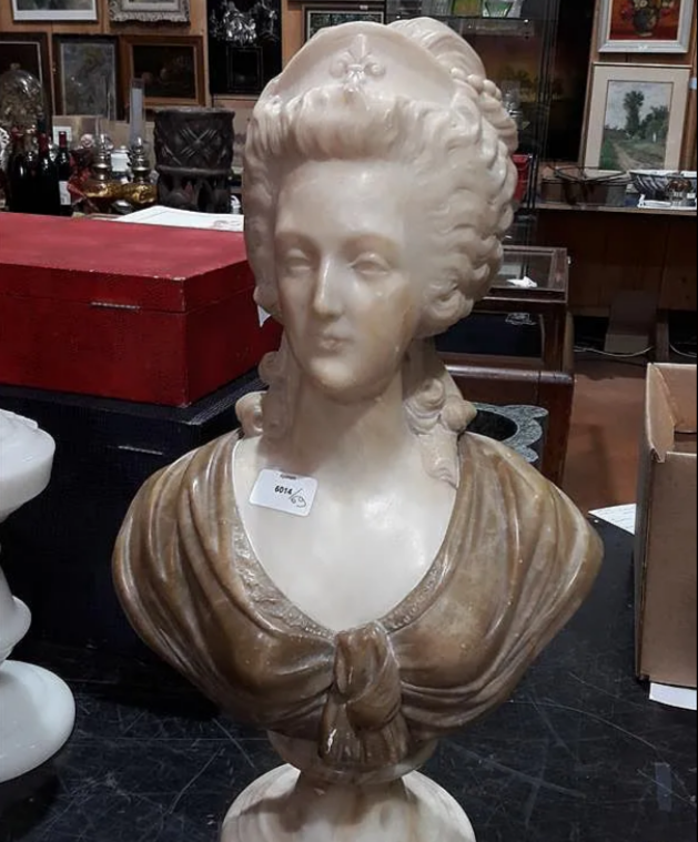 A vendre: bustes Marie Antoinette - Page 9 Zducre24