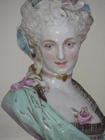 A vendre: Louis XVI et Marie Antoinette - Page 6 Zvale214