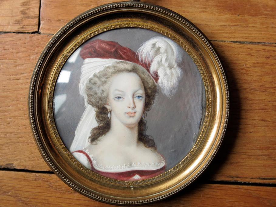 Marie-Antoinette au livre en robe bleue - Page 4 Zzzz14
