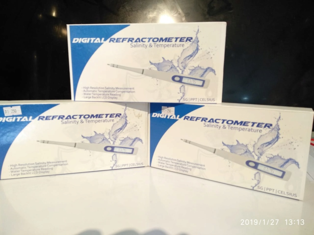 Digital Refractometer Salinity & Temperature Whatsa20