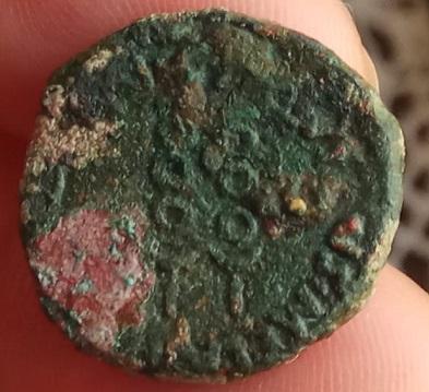 Semis de Cartago Nova, época de Augusto. C AQVINVS MELA IIVIR QVIN. Dos estandartes.  A-roma13