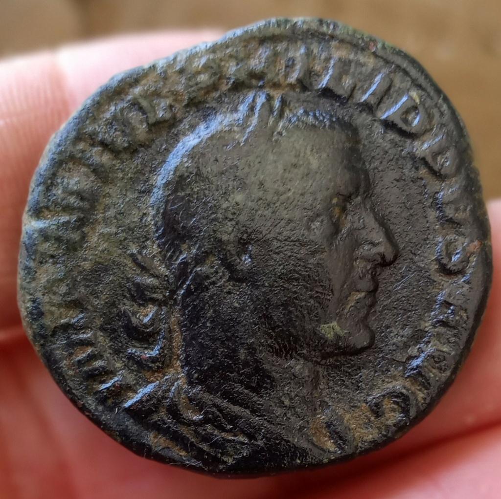 Sestercio de Filipo I. LIBERALITAS AVGG II. Liberalidad a izq. Roma Img_2099