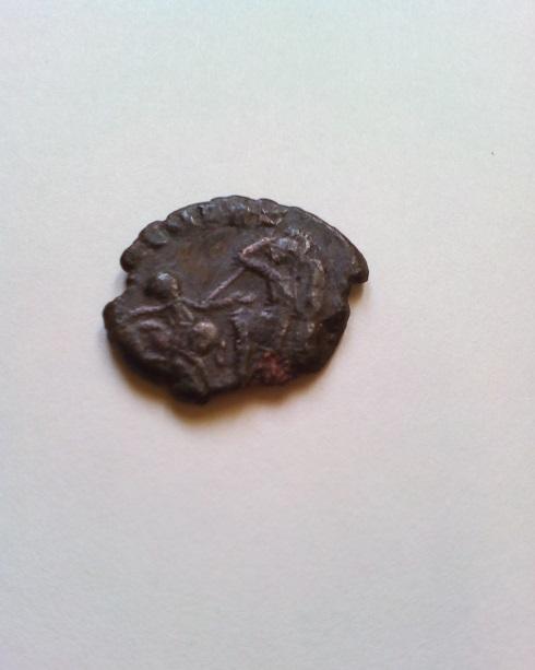 AE4 cuño bárbaro de Constancio II. FEL TEMP REPARATIO. Soldado romano alanceando a jinete caído. Revers11