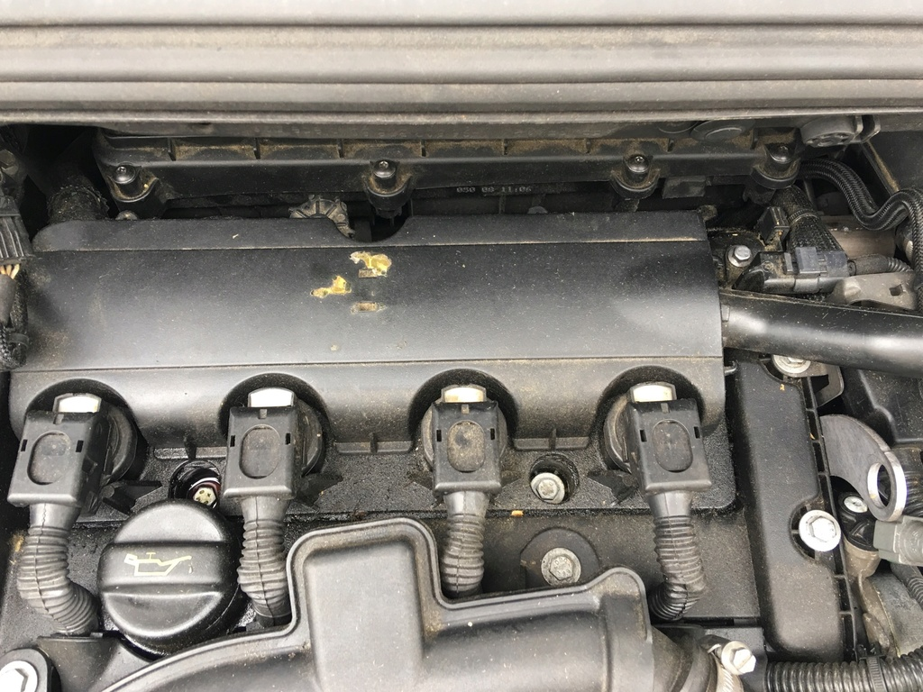 [ Peugeot 308 1.6 thp an 2007 ] Recherche de pièce dans le moteur D4146110