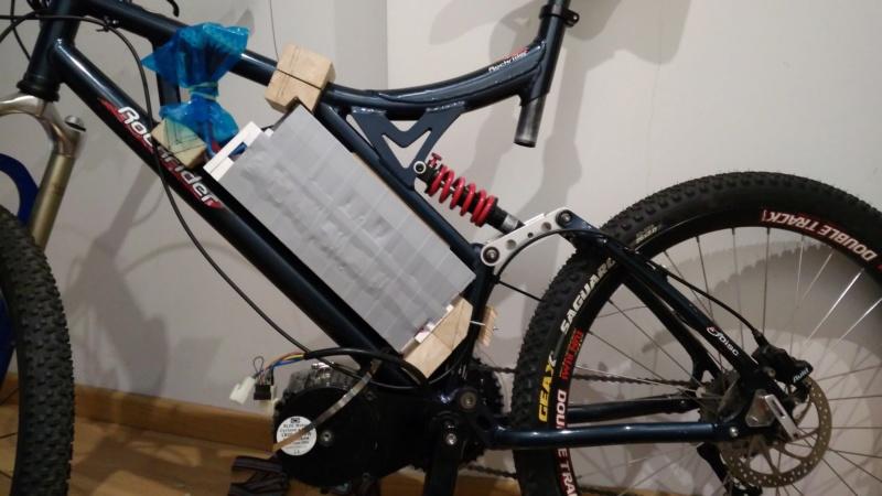 Proyecto con Cyclone 3000W, paquete de baterías casero y electrónica. Img_2012