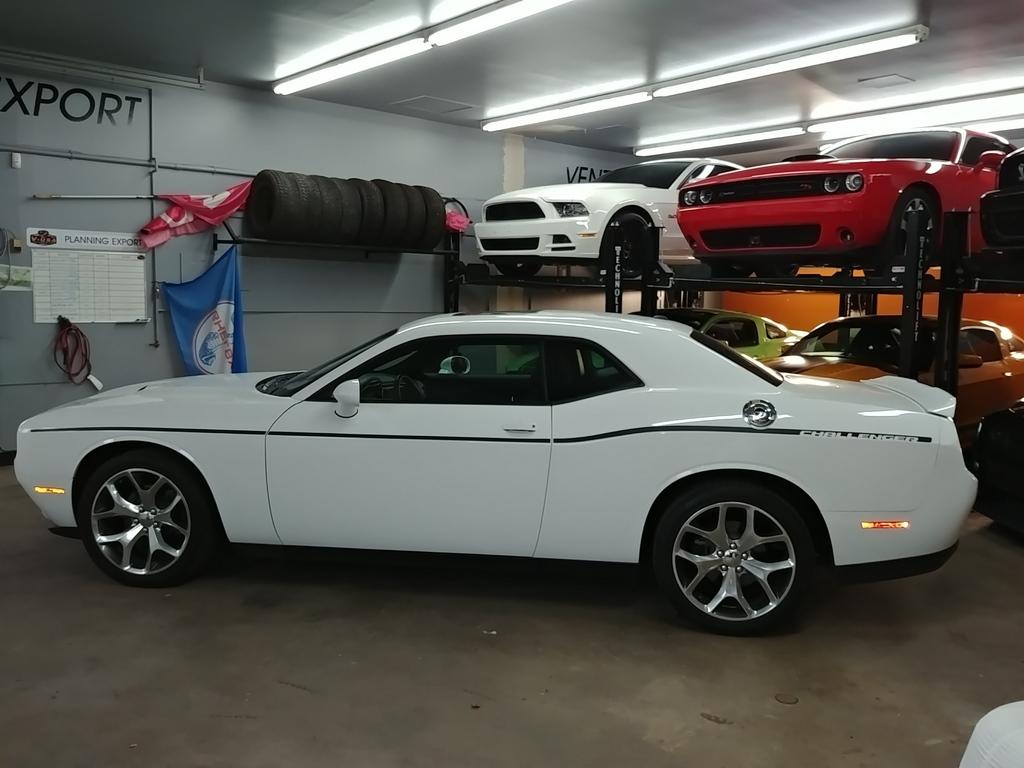 Challenger SXT Plus 2016 V610