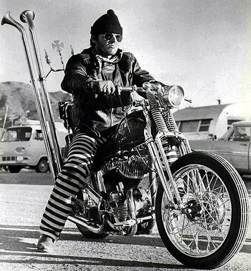 Ils ont posé avec une Harley, uniquement les People - Page 18 500ful10