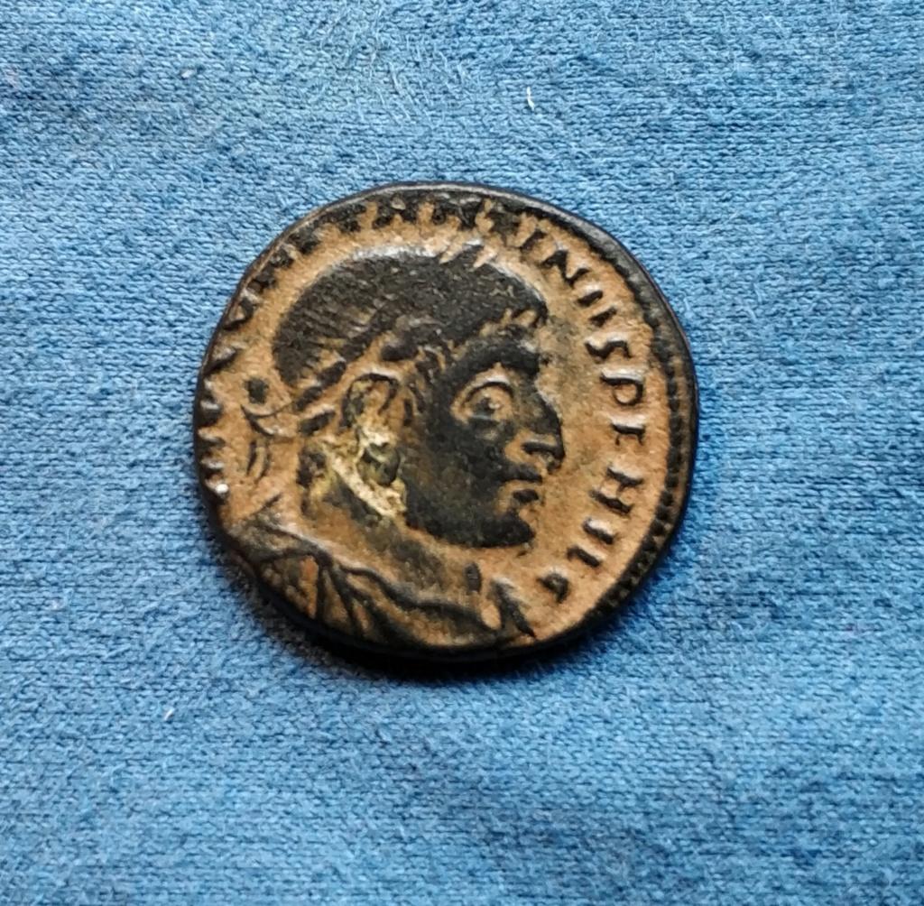 Nummus de Constantino I. SOLI INVICTO COMITI. Sol a izq. Roma Img_2013