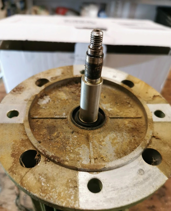 Restauration Mixer de boulangerie / pb moteur : changement moteur mais quid d'un arbre spécial ? 410