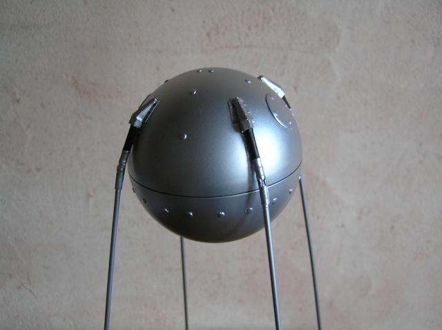 Spoutnik 1 en scratch au 1/8 Pa100011