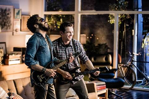 James Franco et Lenny Kravitz s'affrontent sur Guitar Hero Live Cid_im16