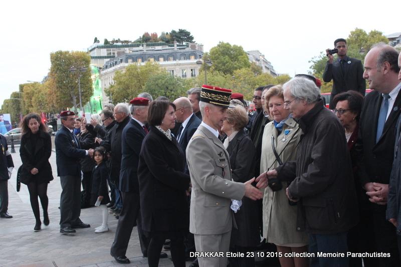 Cérémonie Drakkar 2015 remontée des Champs Elysées et cérémonie sous l'Arche Immense 048-im10