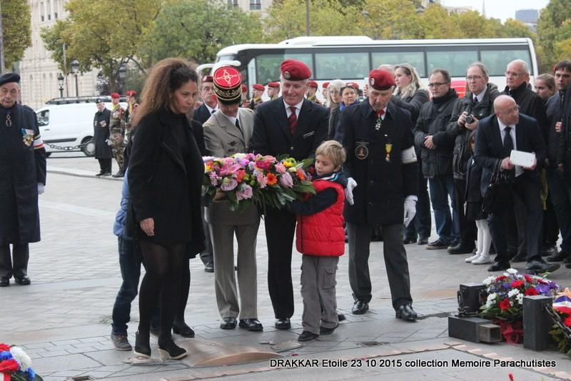 Cérémonie Drakkar 2015 remontée des Champs Elysées et cérémonie sous l'Arche Immense 061-im10