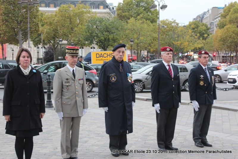 Cérémonie Drakkar 2015 remontée des Champs Elysées et cérémonie sous l'Arche Immense 068-im10