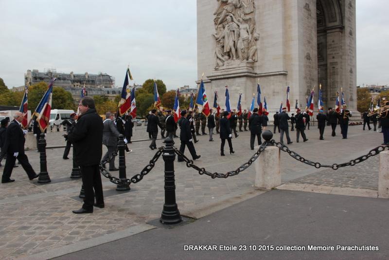 Cérémonie Drakkar 2015 remontée des Champs Elysées et cérémonie sous l'Arche Immense 069-im10