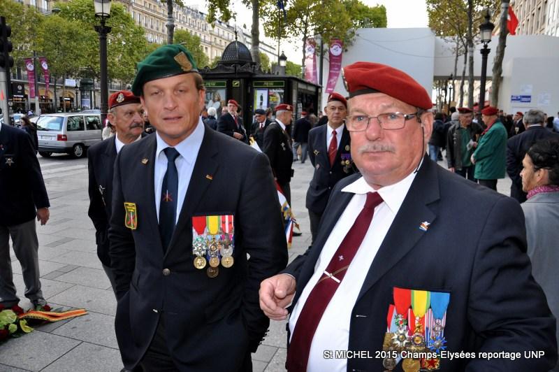 St MICHEL 2015 UNP à Paris reroupement parachutistes et drapeaux pour le défilé 07-dsc10