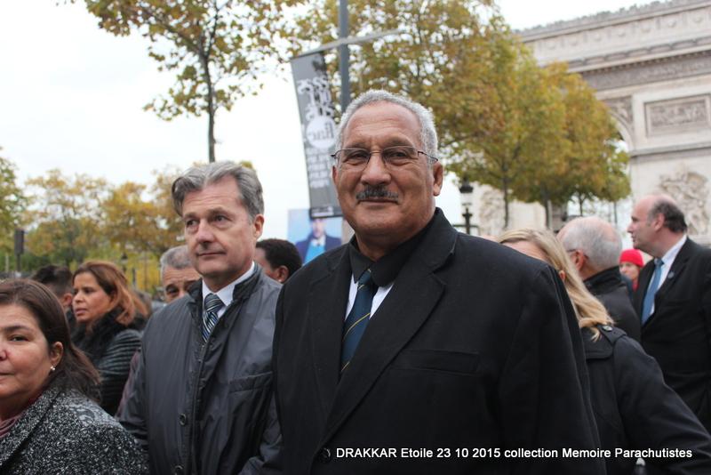 Cérémonie Drakkar: Arrivée des participants sur les Champs-Elysées 074-im10