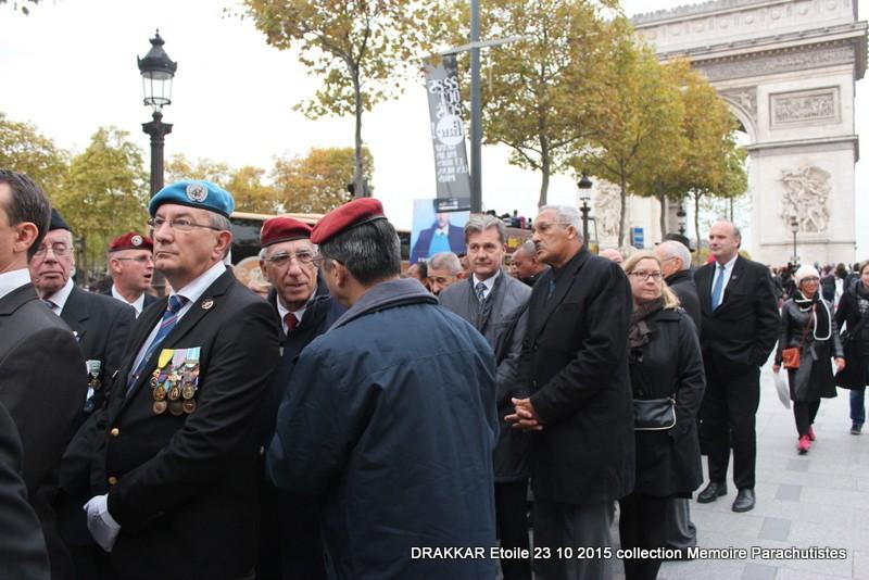 Cérémonie Drakkar: Arrivée des participants sur les Champs-Elysées 077-im10