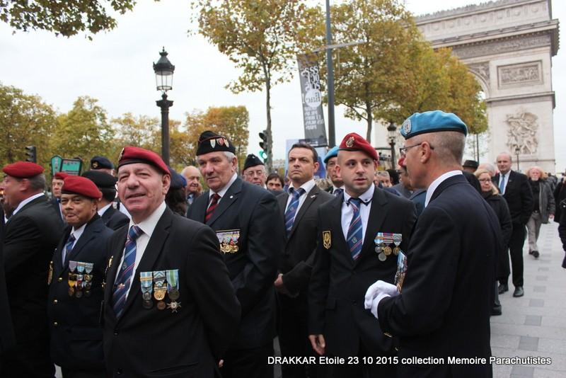 Cérémonie Drakkar: Arrivée des participants sur les Champs-Elysées 078-im10