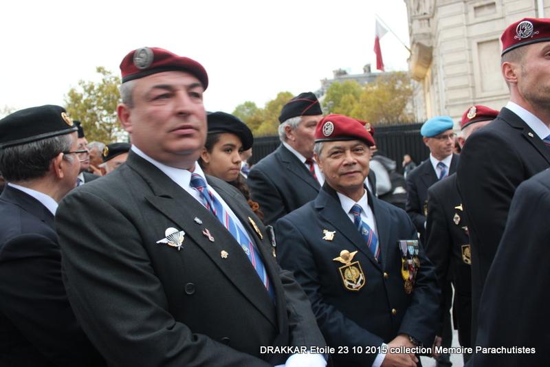 Cérémonie Drakkar: Arrivée des participants sur les Champs-Elysées 081-im10