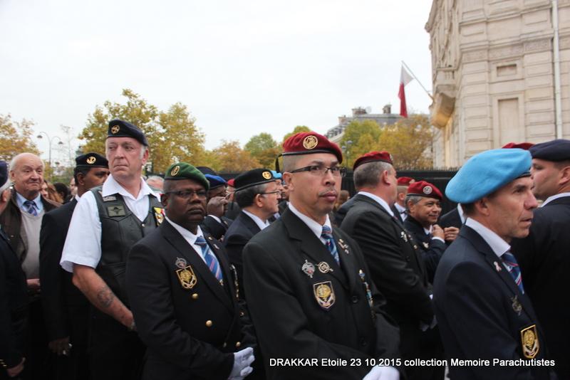 Cérémonie Drakkar: Arrivée des participants sur les Champs-Elysées 083-im10